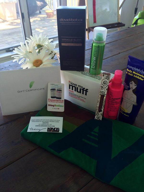 Retweet for a chance to win this gift bag filled with Tracy's favorite products! @ilovepacifica @mamamio @blowpro_ny http://t.co/56KZPnf69z