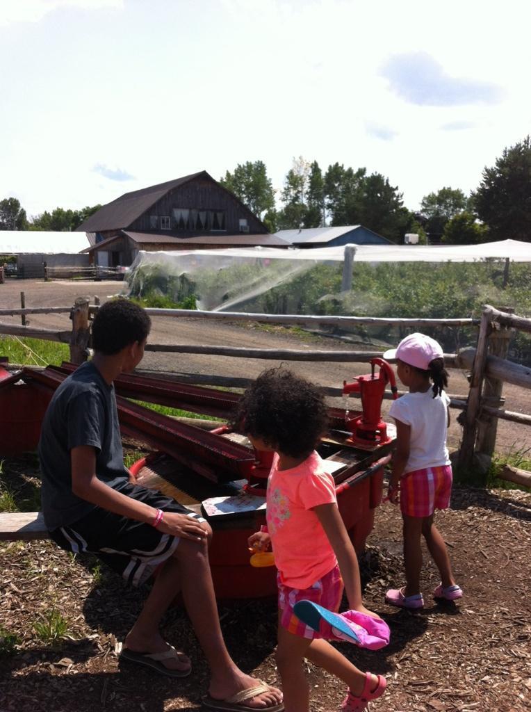 Twitter / Chonilladotcom: Kids & I chillin @quinnfarm ...