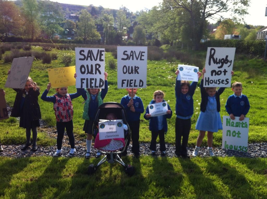 RT @CerianAppleby: @NolanColeen from one mother to another pls RT and help @SaveBontField from development by council. http://t.co/tX9HGZPj…