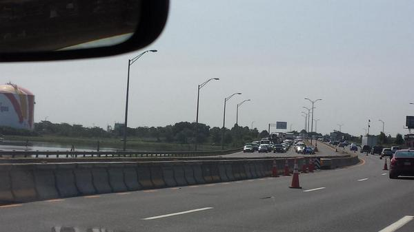 93 North stopped at gas tanks completely.  @universalhub http://t.co/bH4MQSBv6g