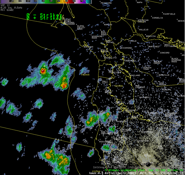 Showers and thunderstorms over the waters!  http://t.co/P7YWNsi4BJ http://t.co/udKOylguSc