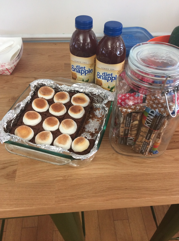 Time for a snack! There are Kind bars, Snapple & homemade treats in the office #iloveflashtalking #snacks #internlife http://t.co/Vsna2f7cbG