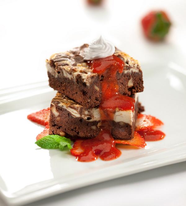 Un dulce complemento para el almuerzo de Pá. Brownie Cheesecake, dos combinaciones dan el resultado de este postre. http://t.co/Ingr1xiMCj