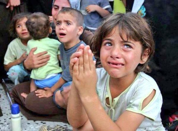 Cada DÍA son asesinados 7 niños y 70 heridos por el ejército de #Israel en #Gaza #Palestina http://t.co/ZtyRzsmo8R http://t.co/jRIsxPlpfd