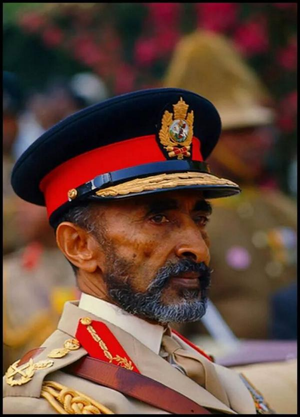 Happy Earthstrong to the King of kings ruler of earth sky on sea,,JAH Rastafari high-high Selassie I the first,jul23 http://t.co/fkF1EfpvLU