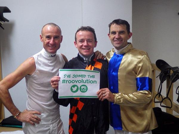 Supporting the Aus women's hockey team for the Comm Games in Glasgow @boss_glen @dwaynedunn8 @hockeyroos #roovolution http://t.co/E2hvv07t85
