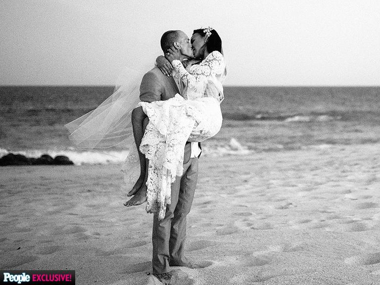 RT @GlobalGrind: Surprise! Naya Rivera just got married http://t.co/eJROi71f09 [PHOTOS] http://t.co/A3h7HFX6Va