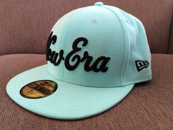 Giving away a sick @NewEra_SA cap, RT if you want to win it. Winner to be drawn at 2pm sharp! http://t.co/2EuWJlog93