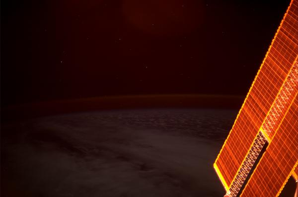 At #sunset our solar panels look like they are made from pure gold. #BlueDot http://t.co/8yWjODdgBT