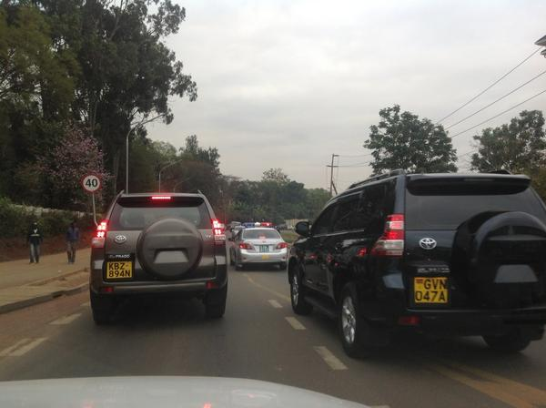 Nairobi Gov. Kidero's convoy breaking all the traffic rules driving on the wrong side of the rd. #rulesdontapply http://t.co/j09CxAx6uN