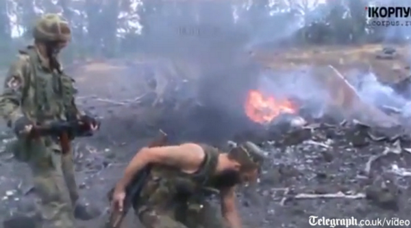 VIDEO: Pro-Russia rebels shoot down Ukrainian fighter jets days after #MH17 disaster http://t.co/nzUy9yuKKR http://t.co/Y2ZUlRMO3c