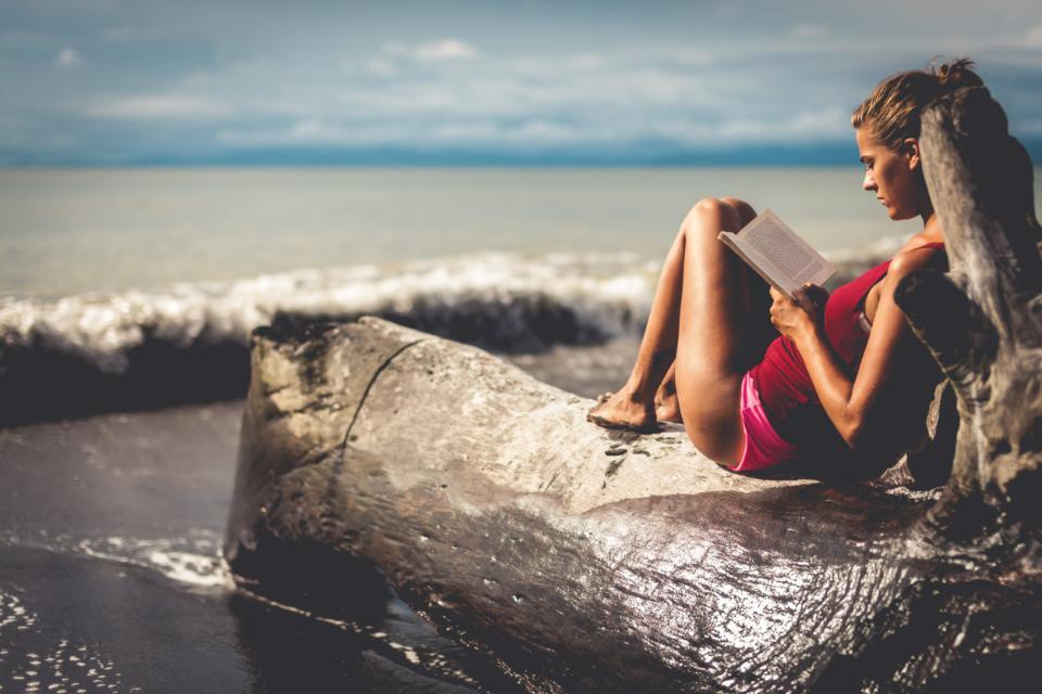 10 beach reads that will transport you around the world: http://t.co/BBs6jRtxh4 http://t.co/p0mSgFe5tk