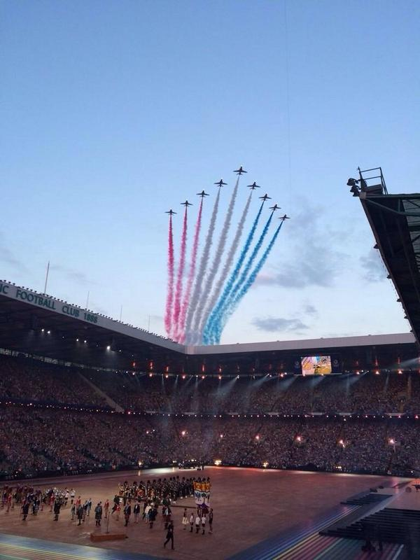 The superb Red Arrows, flying over Celtic Park to mark the opening of the #CommonwealthGames #Glasgow2014 http://t.co/sNJdp79L2P