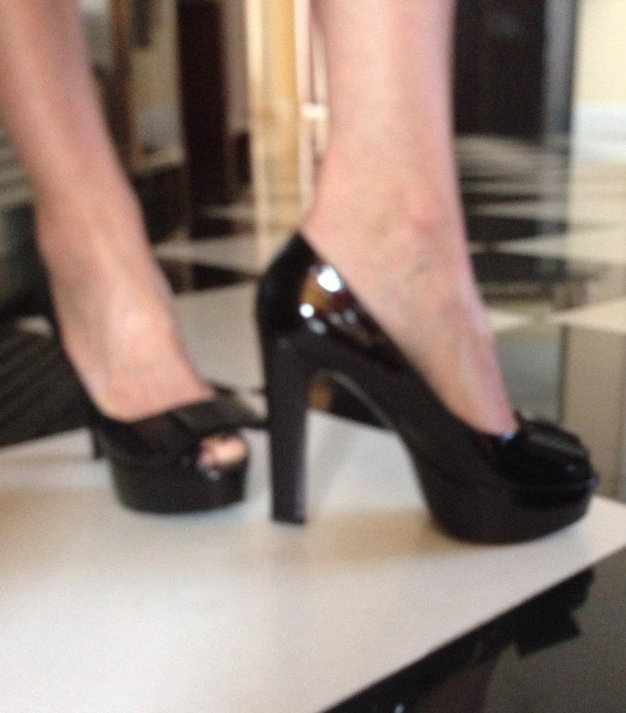Sorry my iPhone is not taking quality pics!! It won't focus! But here is shoe of the week: LV http://t.co/0zVZhXtBVR