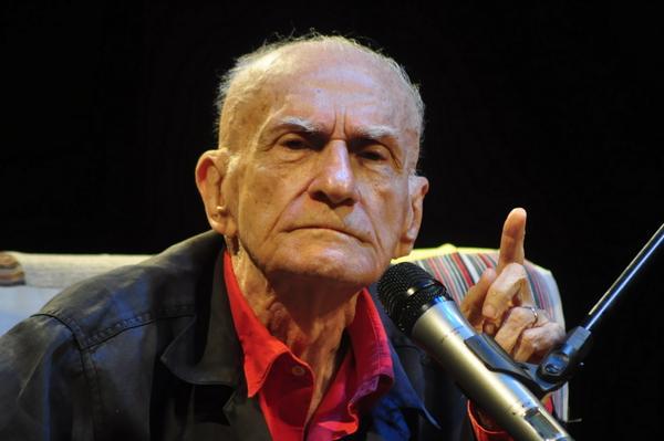Adeus, Ariano Suassuna  =/ O escritor faleceu em decorrência de um acidente vascular cerebral (AVC). http://t.co/OBBeKPwgmm