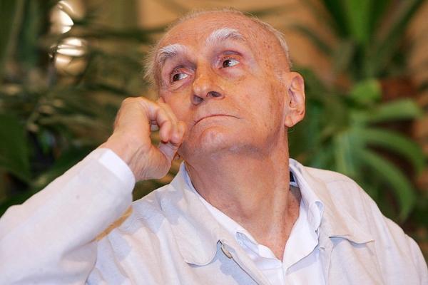 Adeus, Ariano Suassuna: um dos mestres da nossa literatura morre aos 87 anos http://t.co/dDoBUKLEa7 http://t.co/IPIs6jDcyd