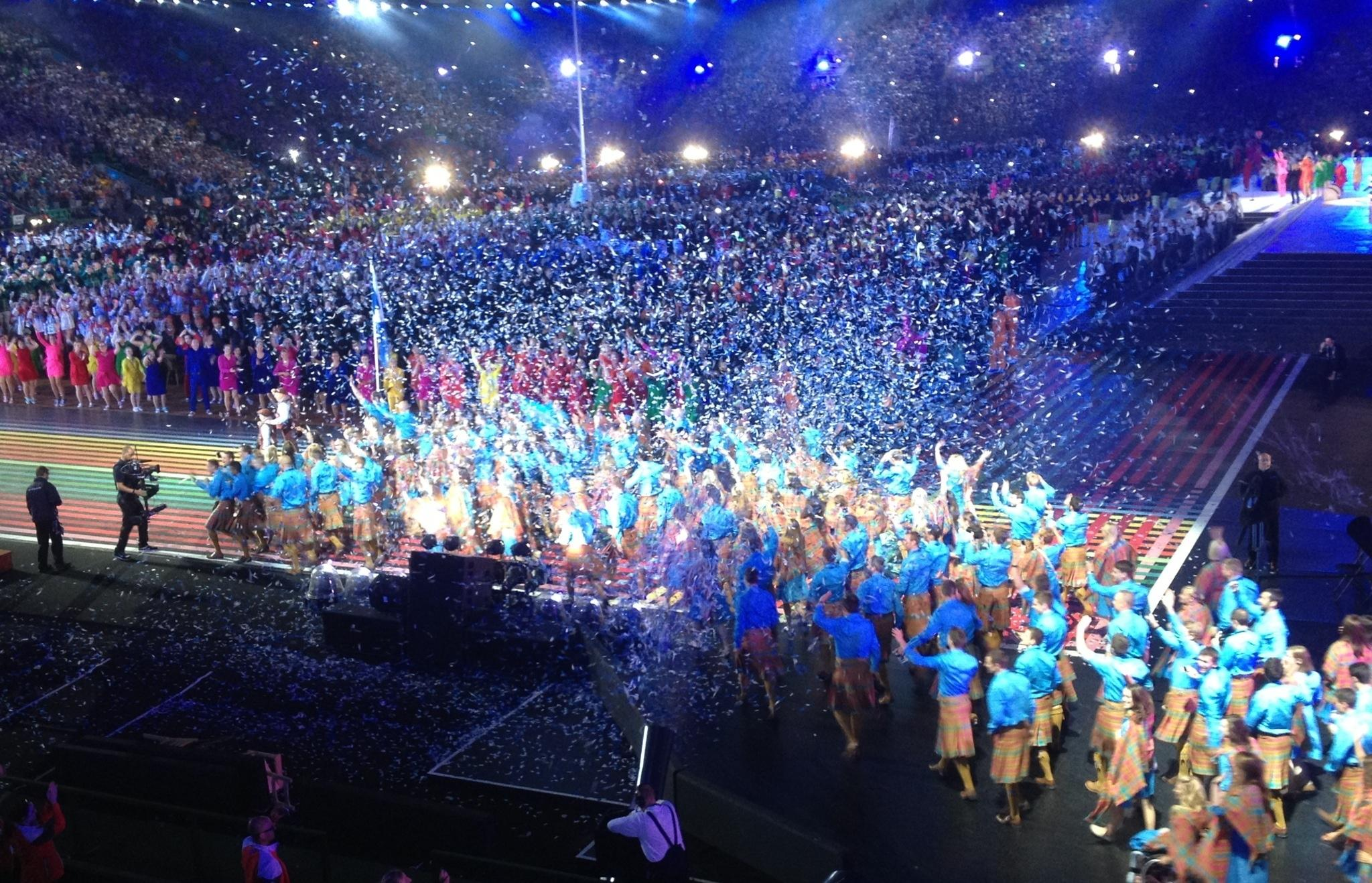 What a roar from the crowd as Scotland  come into the stadium #Glasgow2014 http://t.co/5btg6cKYF8