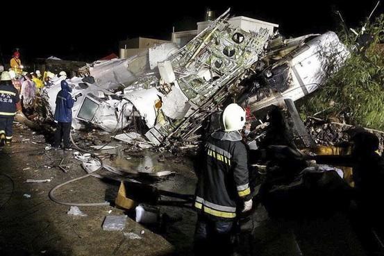 台湾のトランスアジア航空機墜落、42人以上が死亡か on.wsj.com/UtIeWO pic.twitter.com/mmwHkFwDqT