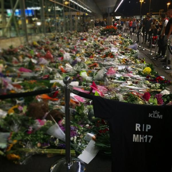 this is the entrance at airport here in #amsterdam tonight...  there are no words. #mh17 @drsanjaygupta @ac360 @cnn http://t.co/3pOim06KSU