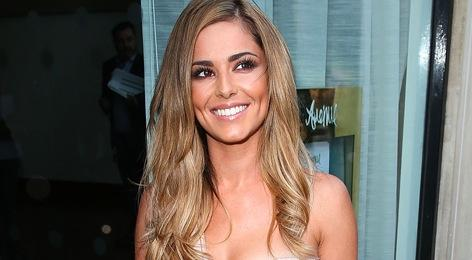 Cheryl Cole wore a gorgeous (and VERY bridal looking) dress to her fragrance launch tonight http://t.co/05du8l9QhY http://t.co/fFPWVo7vou
