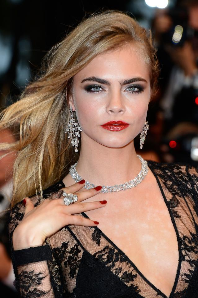 What happens when you get your heart broken by Cara Delevingne? You get breakup hair like THIS http://t.co/PNmULF9bpN http://t.co/dTZ0scy4yr