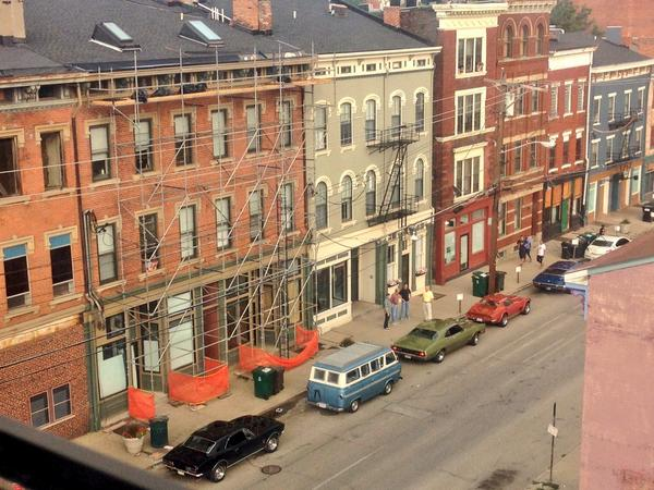 Old cars showing up on Walnut for #MilesAhead filming with @IamDonCheadle and @mcgregor_ewan. So exciting! http://t.co/GfiCeN7YTM