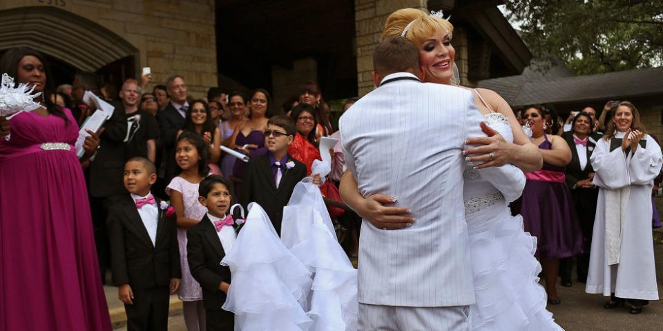 This transgender woman finally got her dream wedding -- these photos will melt your heart: http://t.co/Nv4SuqSUVP http://t.co/sFXjfyIWuX