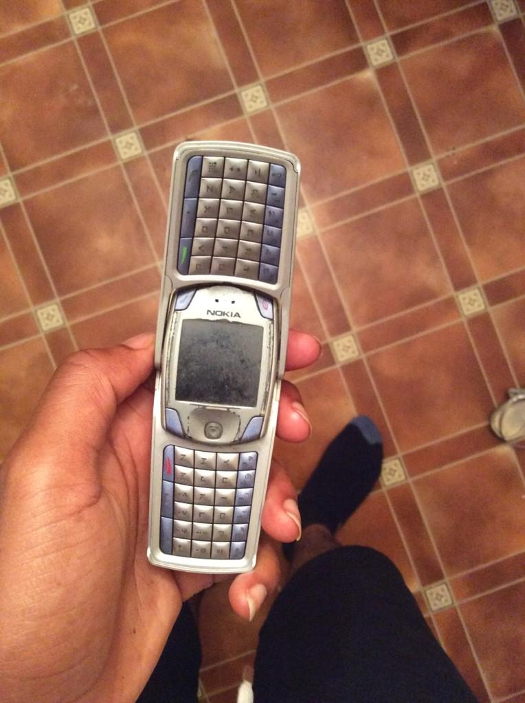 RT @SAGordonM: Legendary phone http://t.co/TftfmHlzHm