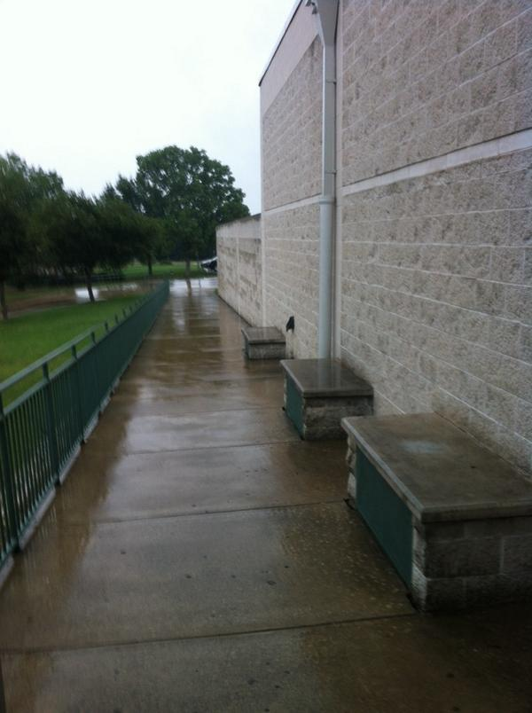 Pack your umbrella if you are headed to the World Class Summit at SPHS. #rrisdpd http://t.co/FEjeA7UYdp