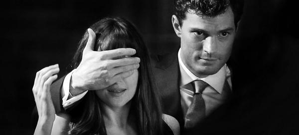 '50 sombras de Grey' (Trailer oficial en español). Aquí está #CincuentaSombras: http://t.co/WUZMzVMKra http://t.co/8guDffnrnt