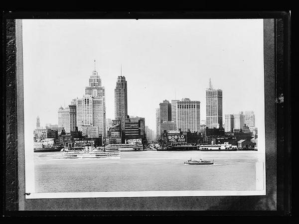 #HappyBirthday Detroit! On this #DetroitBday, the city turns 313 (same as area code). #throwbackthursday to 1910. http://t.co/dvGDlfP0GV