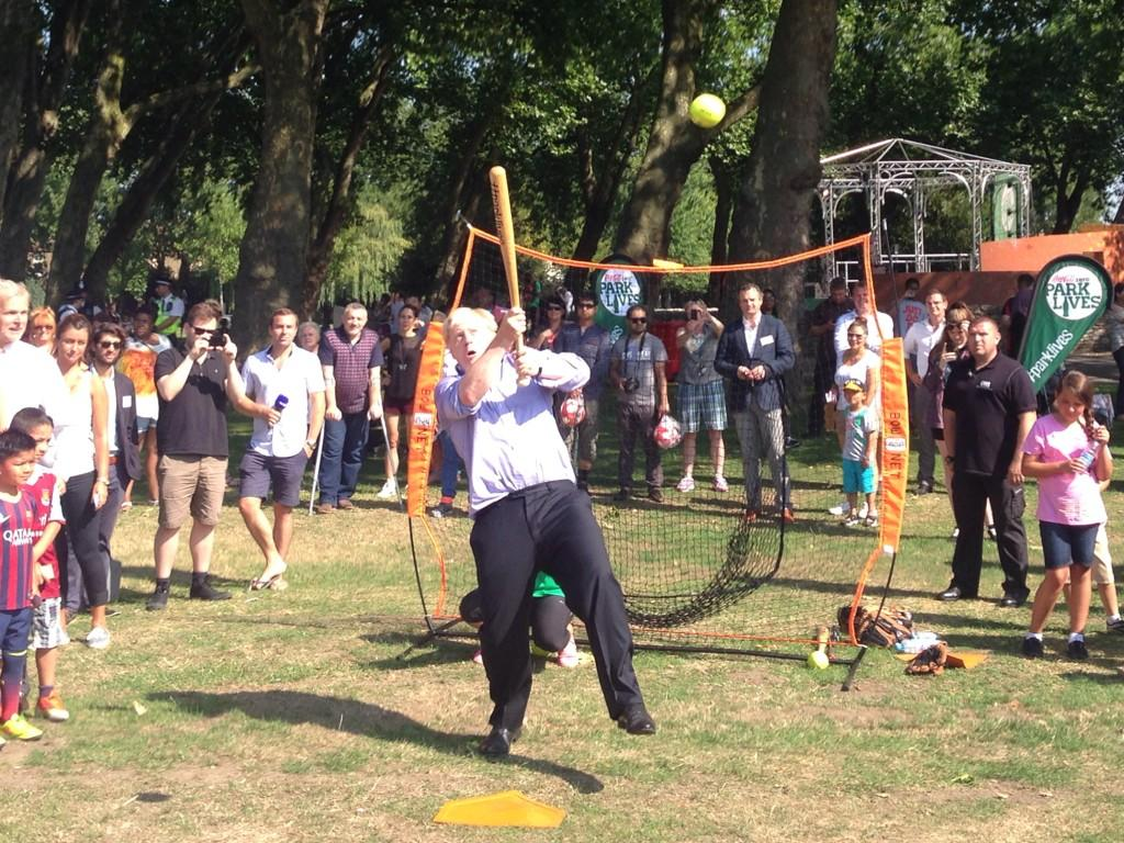 1/2 Great to announce £1m investment in #FreeSport on visit to Stratford Park to promote healthy living in boroughs http://t.co/vkDBc8a7fJ