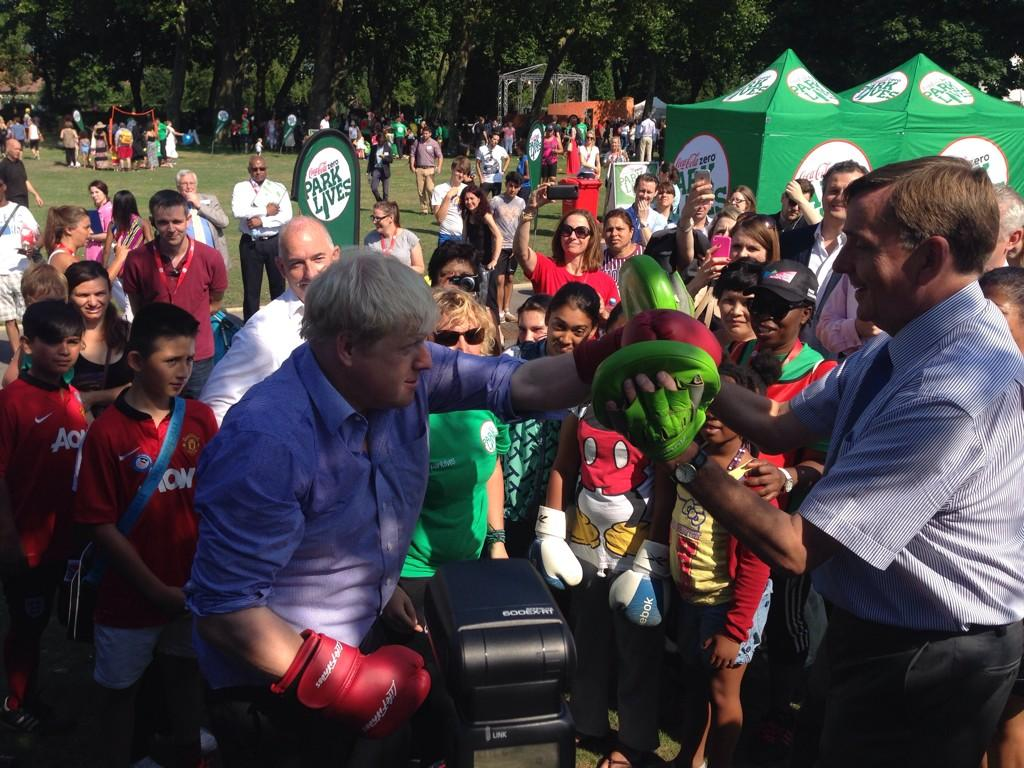 2/2 Resolving my differences with my old friend Sir Robin Wales! (Mayor of @NewhamLondon ) #parklives http://t.co/ZFhZPYDNcu