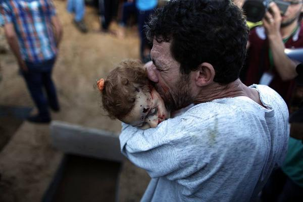 Palestinian father saying goodbye.. what else to say.. @HaneenKhreis #GazaUnderAttack #Gaza http://t.co/KLK00ssPft