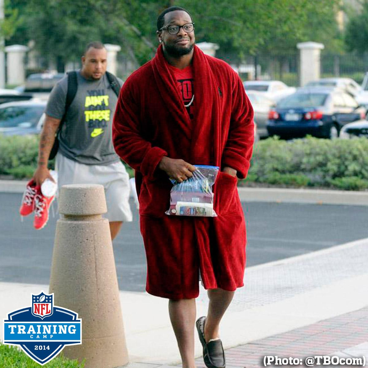 RT @nfl: Time to go to work. #NFLTrainingCamp (Photo: @TBOcom) http://t.co/ssbfgKaisq