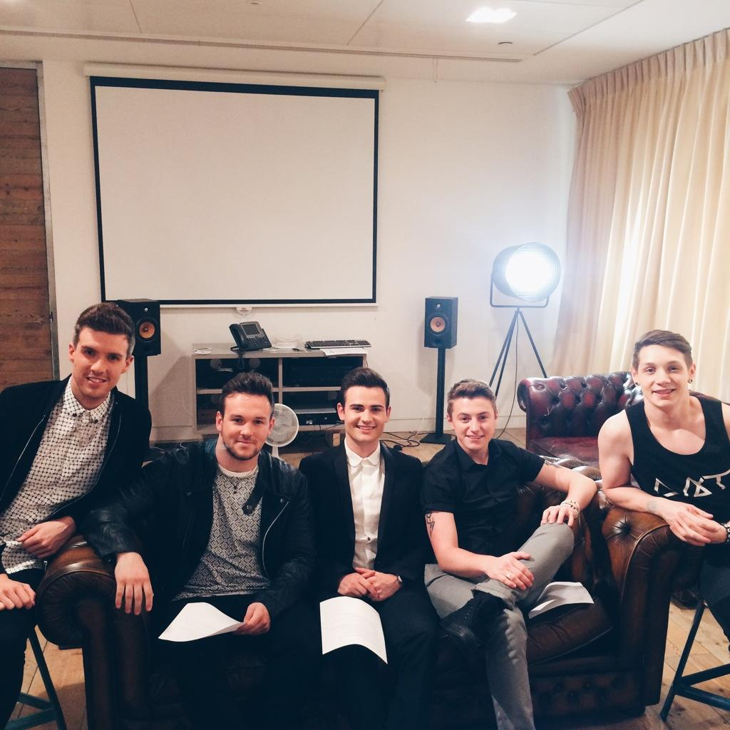 Look who's ready for their first live stream! It's @CollabroGlobal! Tune in: http://t.co/vXWBr1awgK #CollabroCatchUp http://t.co/LPg9GGDLLS