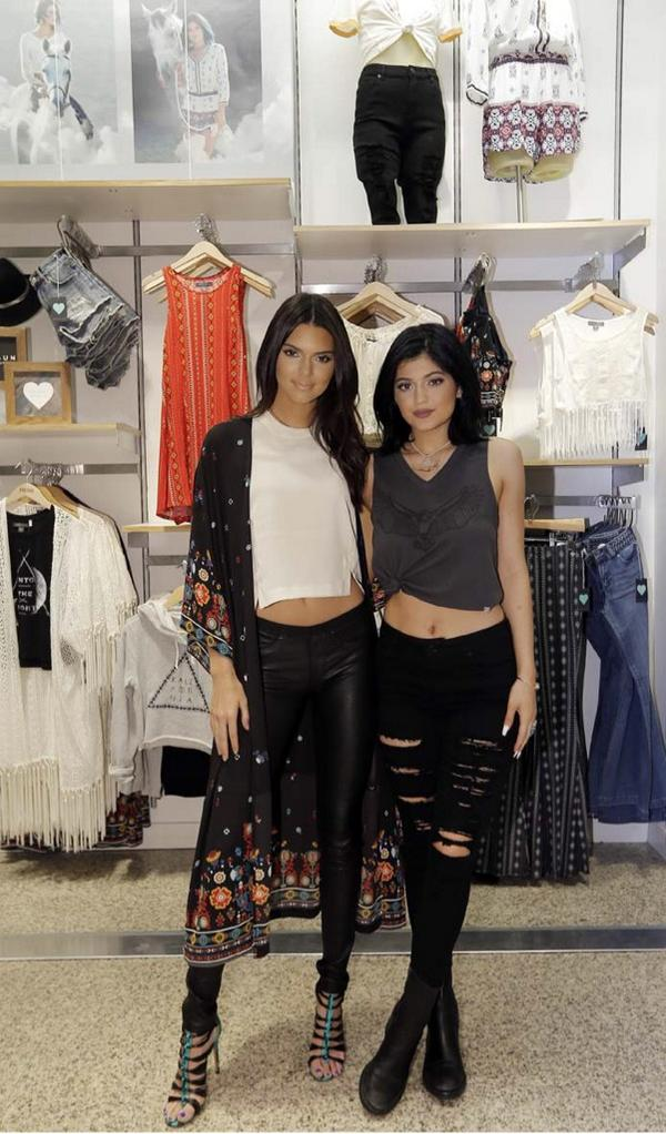 Pacsun on twitter our favorite duo kendalljenner kyliejenner pacsun our favorite duo kendalljenner kyliejenner at todays meetgreet in dallas picitterappgkfzivc 1 of the best days ever m4hsunfo