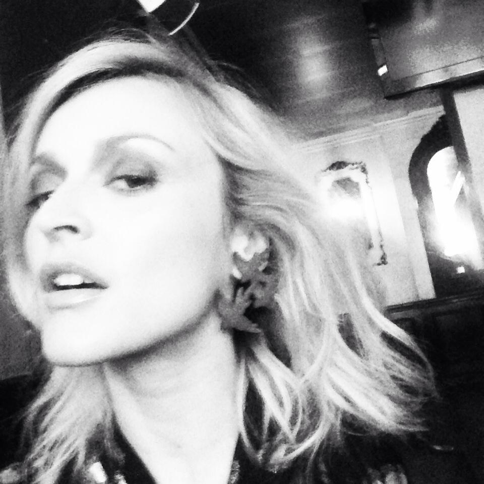 Big earrings earlier on today's fun shoot. ✌️📷 http://t.co/wthMtXYlHL
