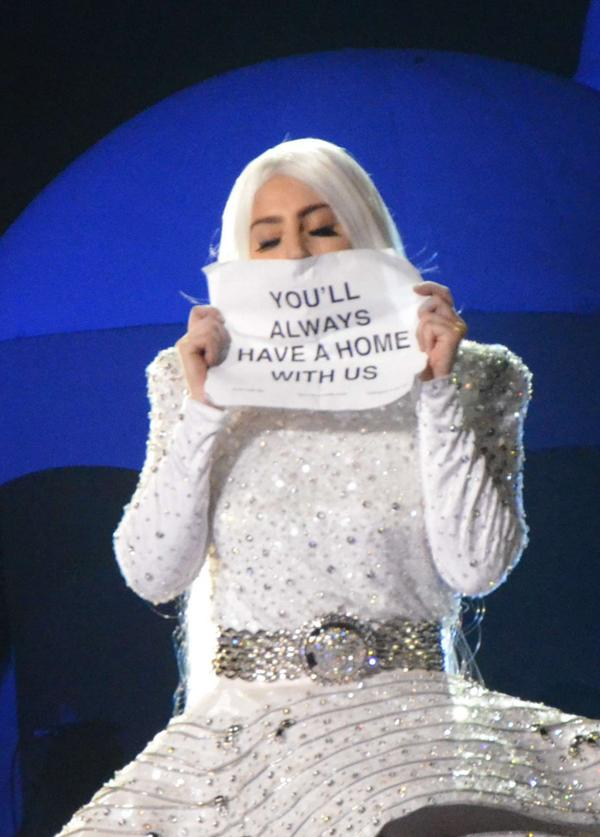 Don't stop, don't stop #MTVHottest Lady Gaga ❤❤❤ http://t.co/rpyFxOCQxw