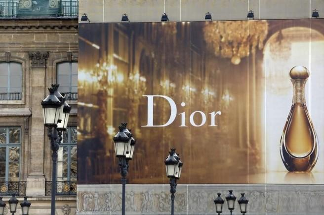 LVMH Results Send Chill Across Luxury Goods Sector http://t.co/tgmikNiyxa via @reuters http://t.co/U8ClLI7NpD