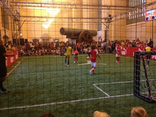 We're w/@Puma showing @ArsenalAmerica fans a great time @ Grand Central Station today! #StrongerTogether http://t.co/wbAam7YARC