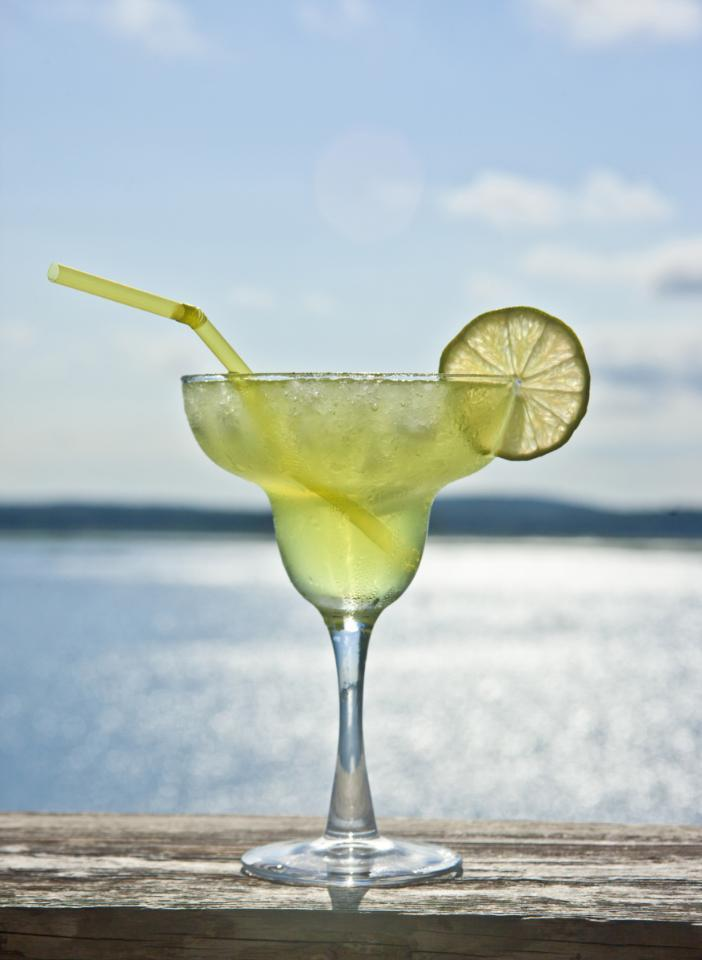 3 healthy cocktails that won't kill your workout: http://t.co/ds4af9NCQc http://t.co/ZTEVGfqc3N