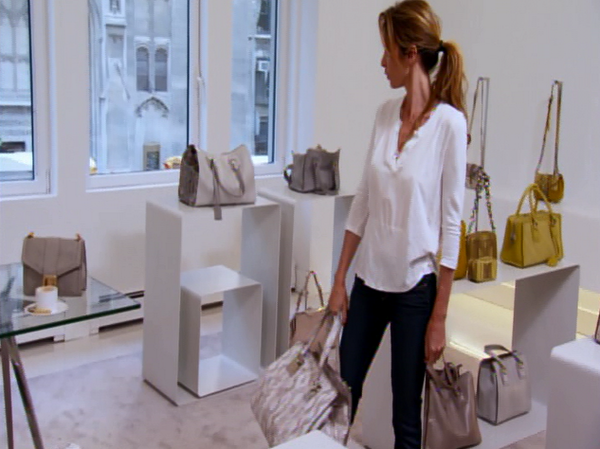 Did you see @iamHeatherT and @CaroleRadziwill shopping the @lovealexnewyork collection. You need these bags! #RHONY http://t.co/YKIokBwIFa