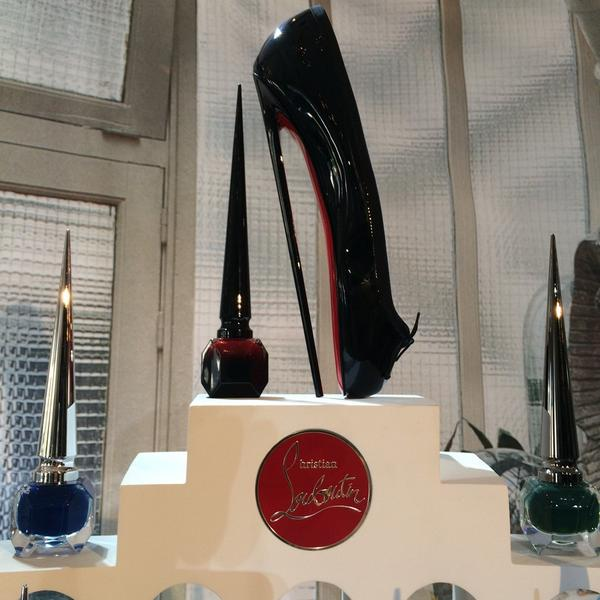 Seeing RED with @LouboutinWorld #BeauteLouboutin http://t.co/HNYH7YLW7Y