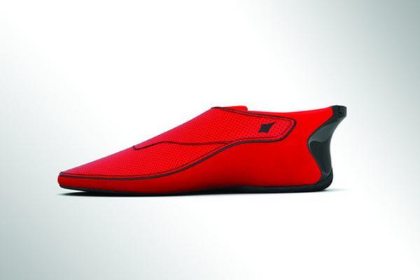 Smartshoes, elles vibrent du côté où il faut tourner car elles sont connectées à Google Maps http://t.co/AIwadAww8R http://t.co/wk3iOBJiWW
