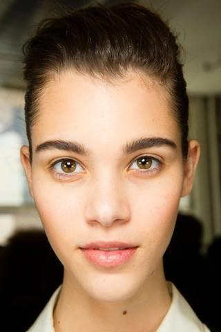 RT @EyeLove_BBar: #BrowLove These natural full brows from @JasonWu SS14 are what most of us were born with but lost from over tweezing! htt…