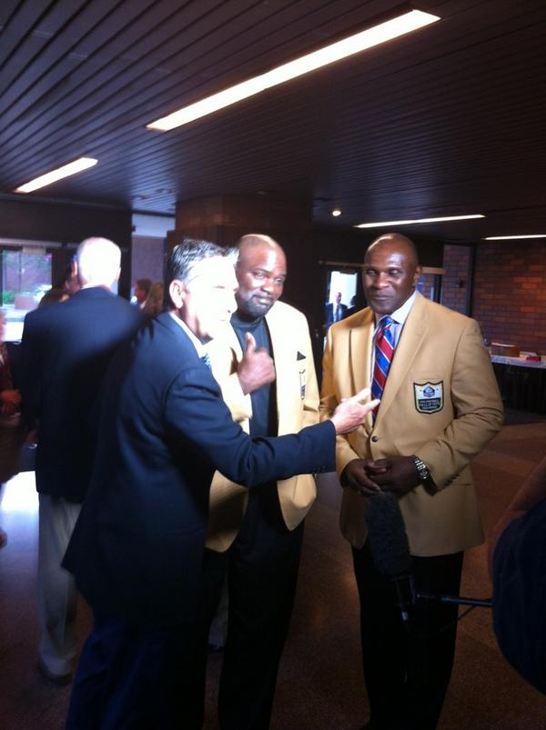 How about this for @giants defense @ProFootballHOF #LT and #TheCaptainForLife http://t.co/40Y68TOLwL