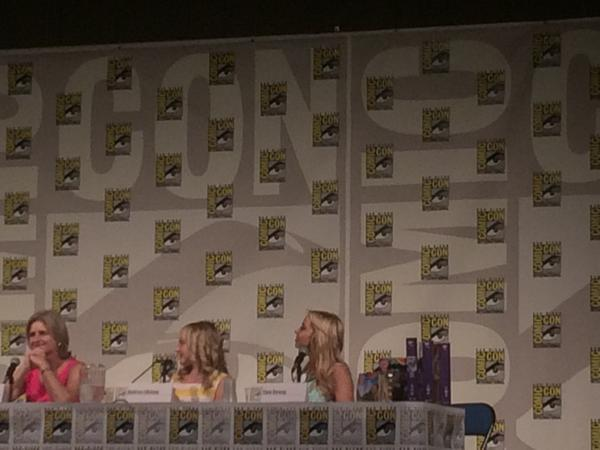 My friends @FindingMickey know how much I love @tarastrong so they sent me a picture from #sdcc http://t.co/vOpyYTQUj1