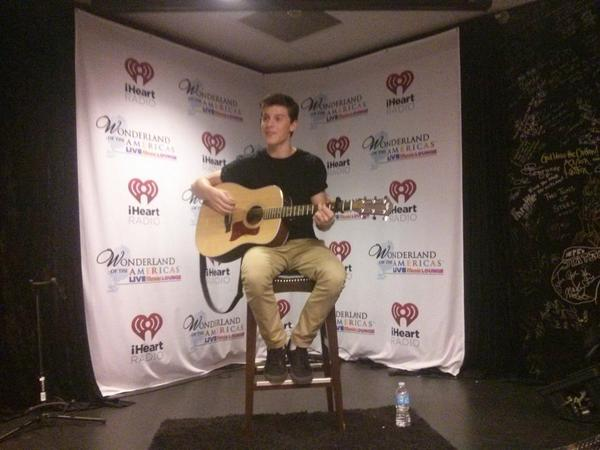 .@shawnmendes ready to play!!!!  The fans are stoked! http://t.co/pRNMduw1j6