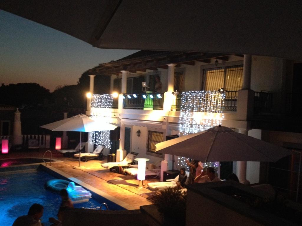 RT @Fittoswan: The lights of @DuncanBannatyne villa http://t.co/IkD0dFUmXD